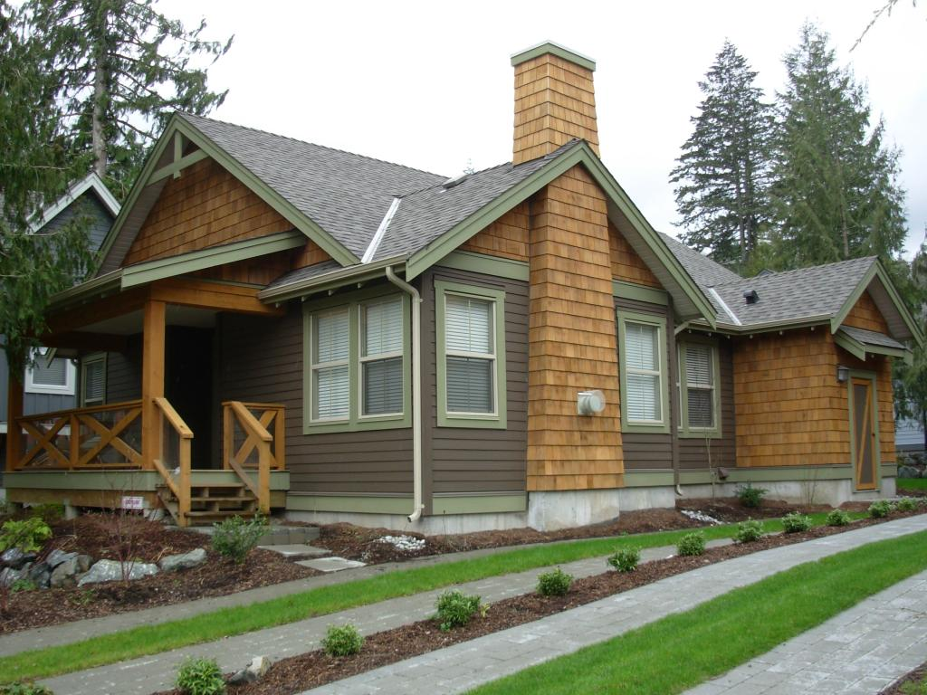 http://cultuscottages.com/wp-content/uploads/2010/03/Cultus-Lake-Craftsman-Cottage-1.jpg